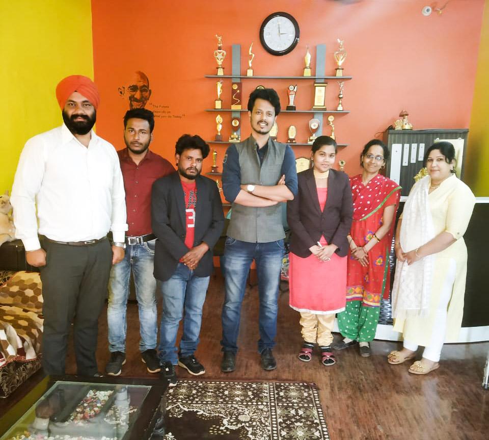 Amir Hashmi Recites Poem at Global Citizen India & Bolti Nadi Workshop